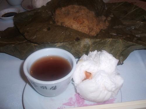荷葉飯、叉焼包&プーアル茶