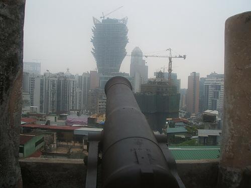 グランドリスボアカジノのホテル(多分)タワー、まだ工事中。