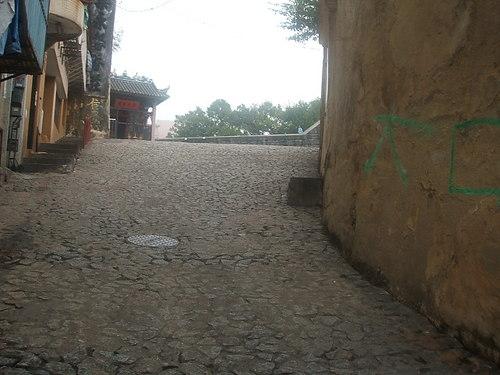 ナジャ廟近くの坂道