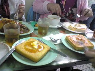 『文雀』のカフェで昼食を