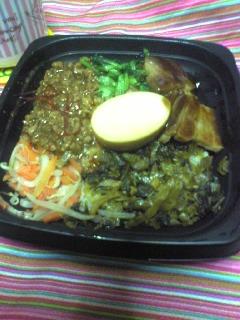 全家便利商店の魯肉飯を食べてみた。